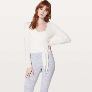 Lululemon Tied To It Wrap in Heathered White